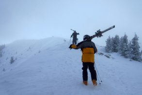 How To Carry Skis: 3 EASY Methods