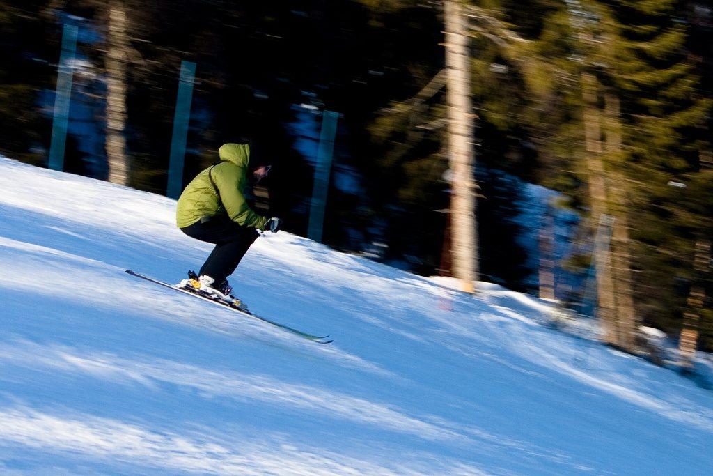 fast ski blur