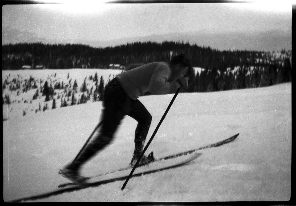 1920's skier