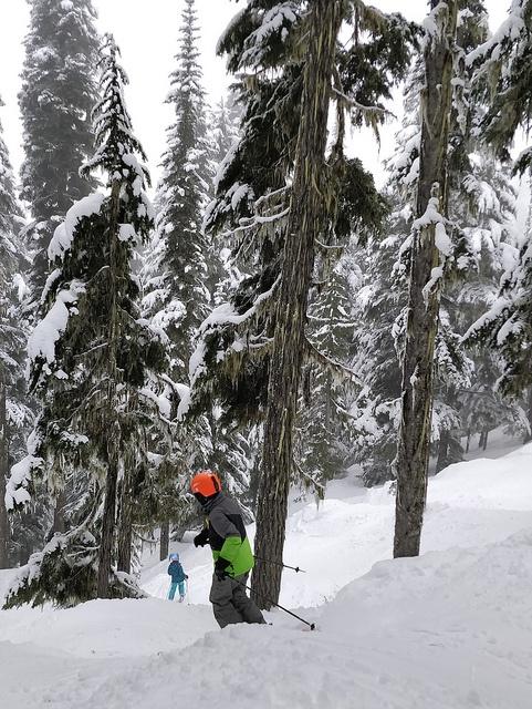 teenager skiing with helmet