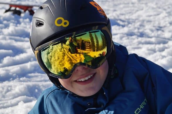 Do Ski Resorts Rent Googles?