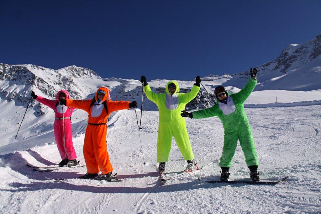 ski with friends