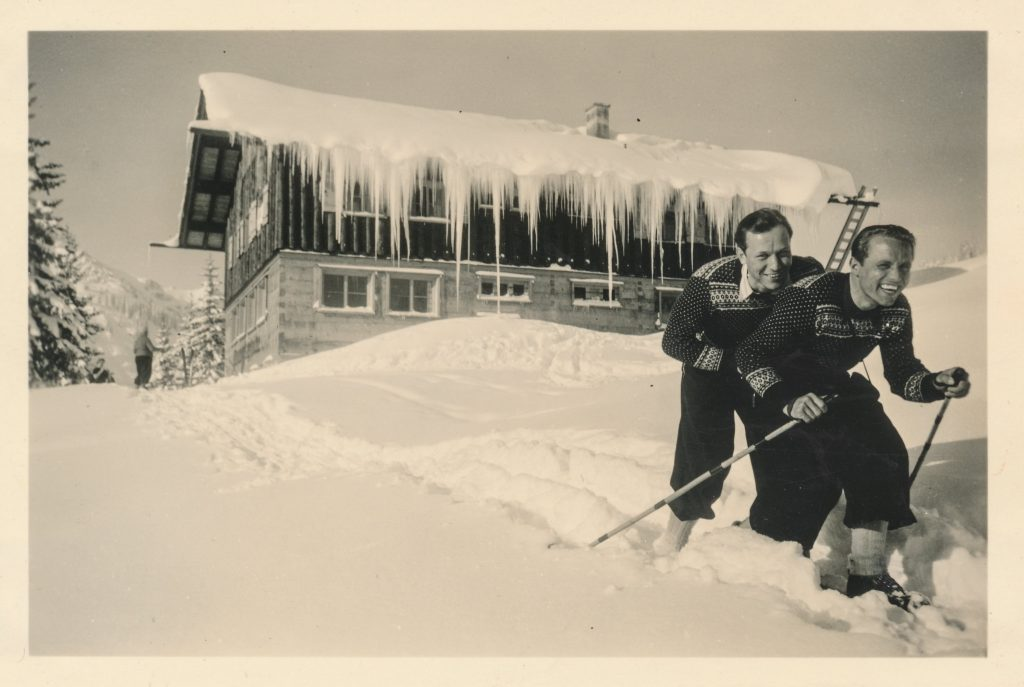 historical skiers