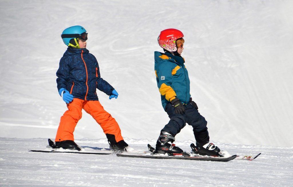 kids on ski