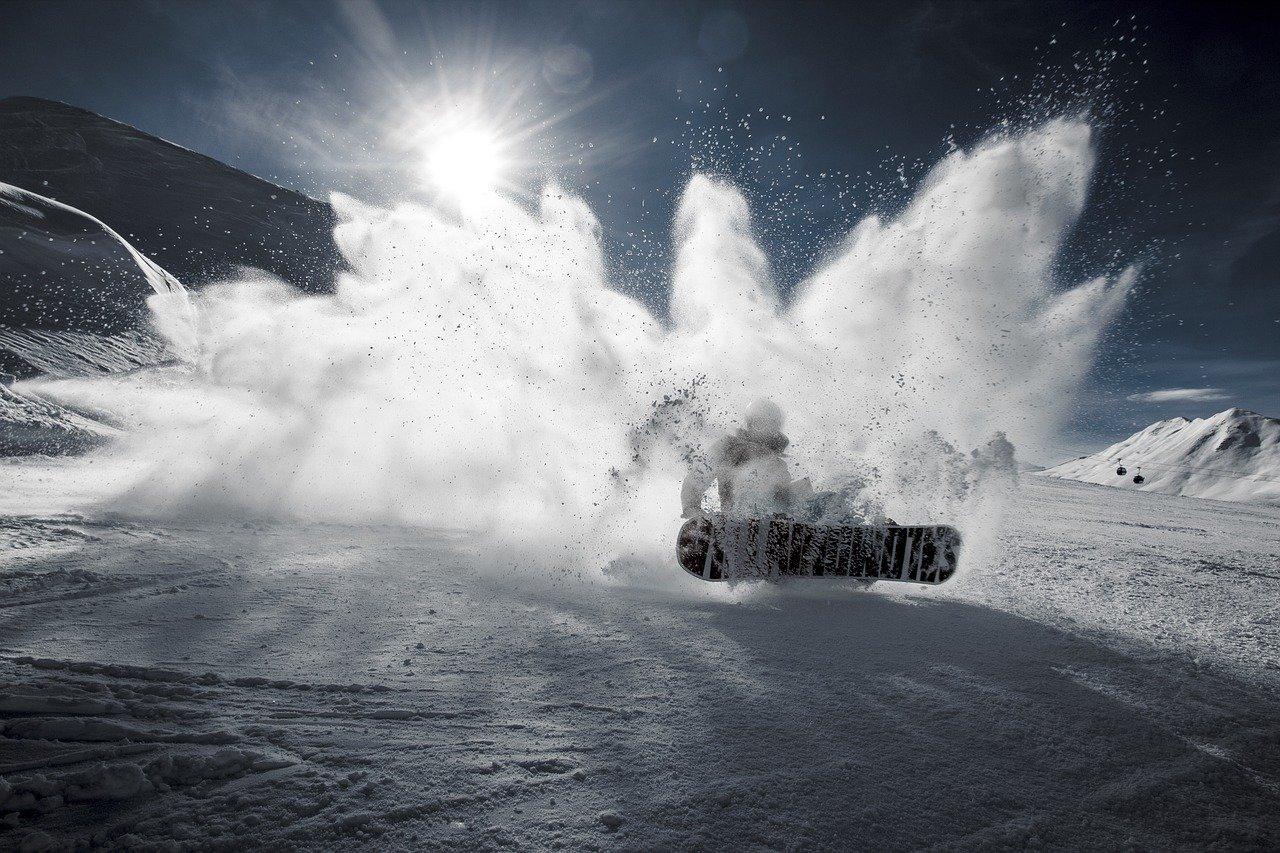 powder snowboarding