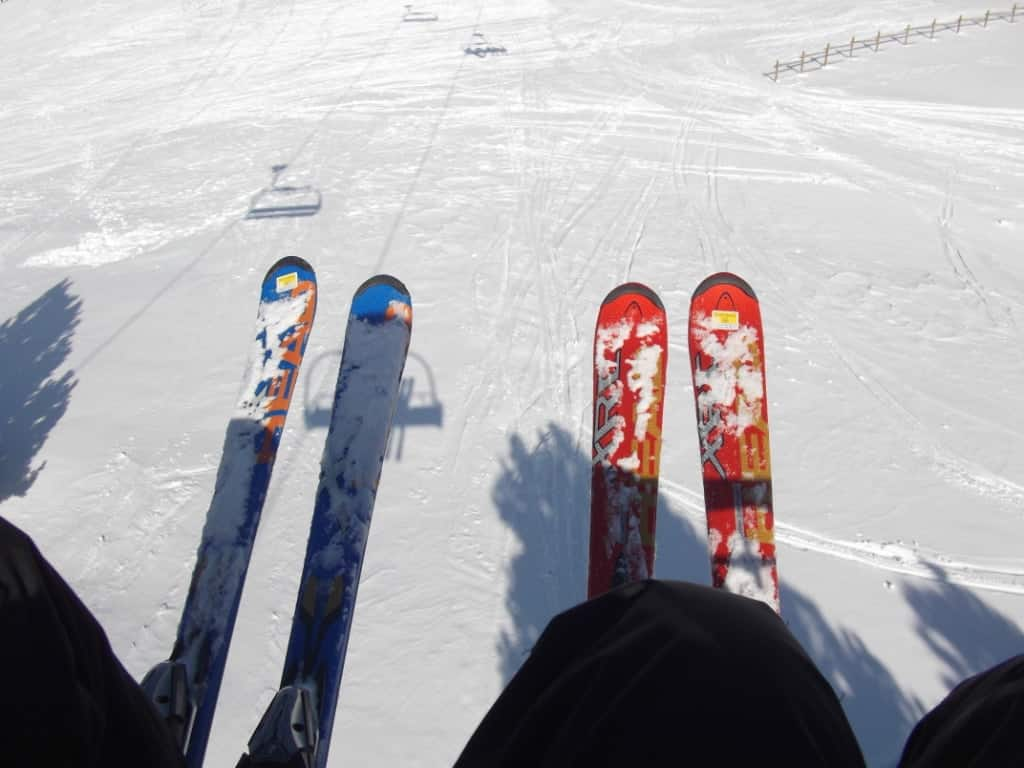 red and blue skis